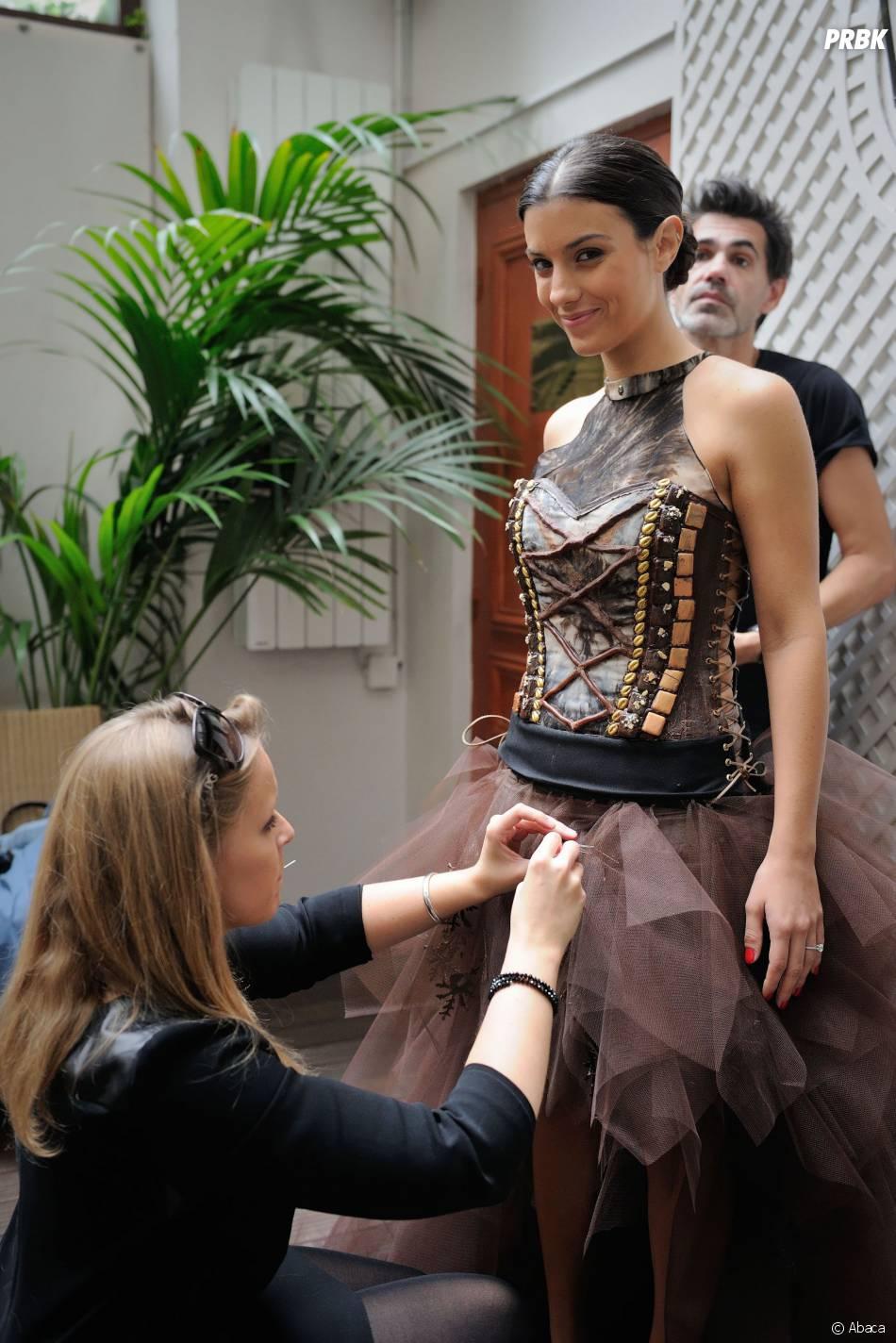 Ludivine Sagna : essayages avant le défilé du Salon du Chocolat 2014