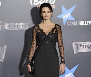 Penélope Cruz sexy dans une robe noire