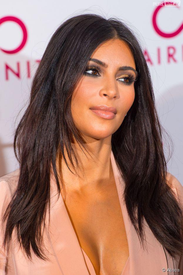 Kim Kardashian décolletée à la soirée Hairfinity, le 8 novembre 2014 à Londres