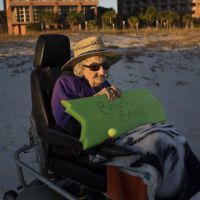 Emouvant : cette centenaire voit la mer pour la première fois de sa vie