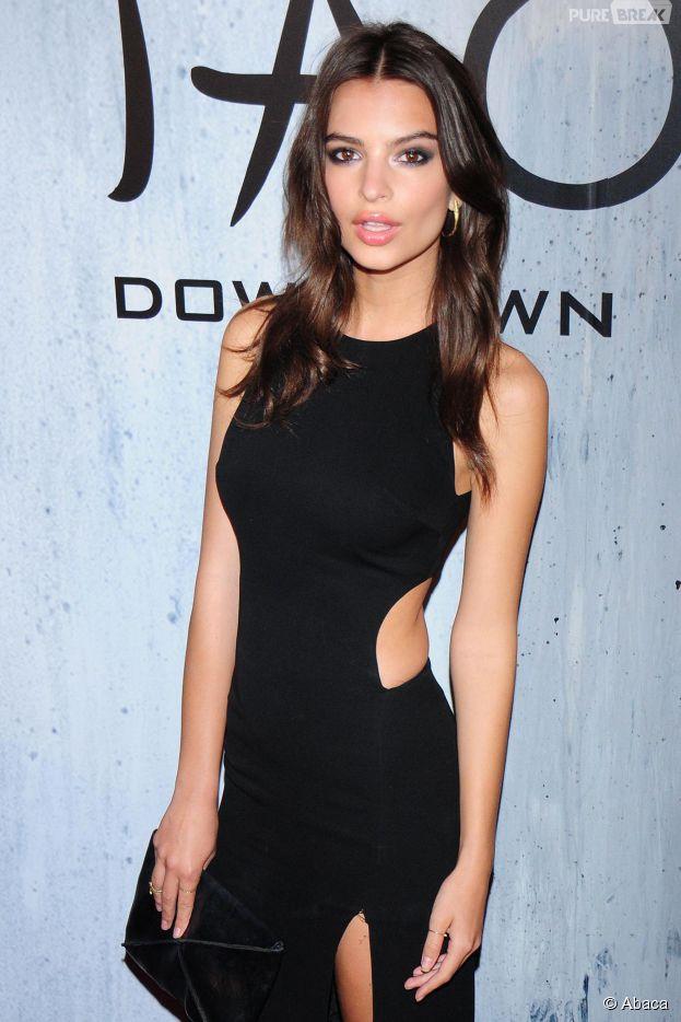 Emily Ratajkowski sexy à la soirée TAO, le 28 septembre 2013 à New York