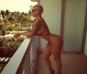 Amber Rose presque nue en bikini sur Instagram
