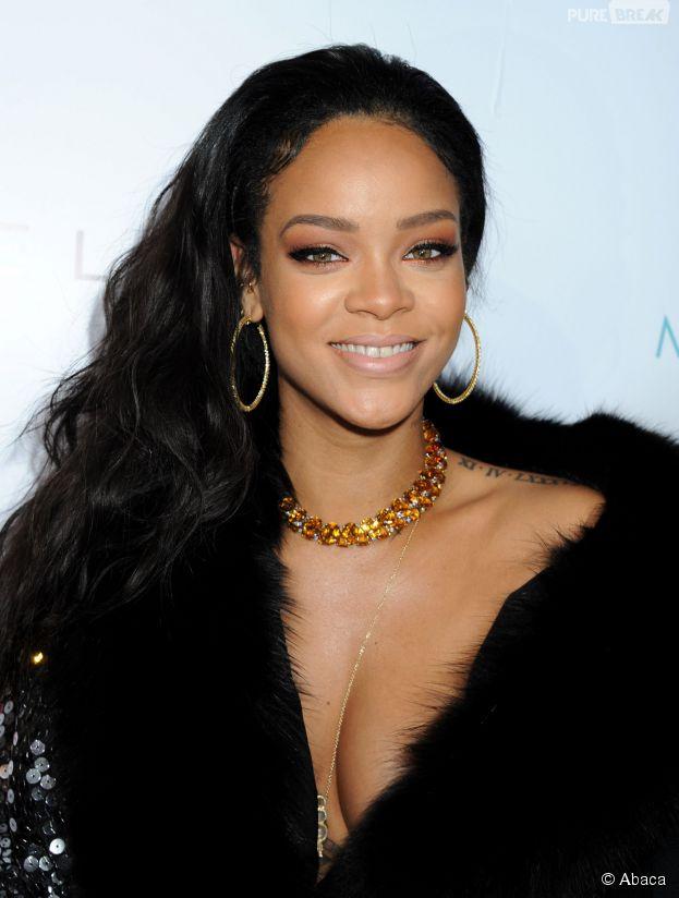 Rihanna sexy et décolletée à la cérémonie des Fashion LA Awards le 22 janvier 2015 à Los Angeles