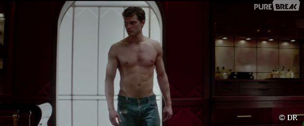 Jamie Dornan torse nu et sexy dans Fifty Shades of Grey