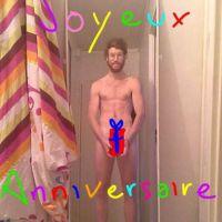 Geoffrey Bouin (Secret Story 8) complètement nu pour l'anniversaire de Chloé de Friends Trip