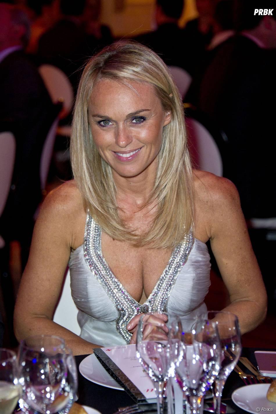 Cécile de Ménibus décolletée et glamour au Gala de la Croix-Rouge en 2012