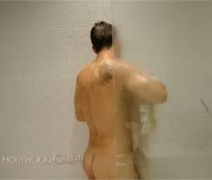 Kevin Miranda ses fesses dévoilées dans Hollywood Girls 4 le 4 février 2015