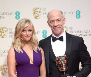 Reese Whitherspoon pose avec JK Simmons, gagnant aux BAFTA 2015