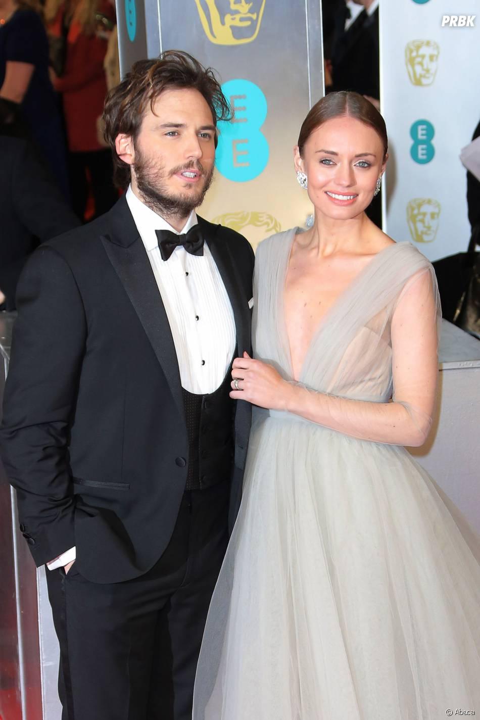 Sam Claflin et sa femme sur le tapis-rouge des BAFTA le 8 février 2015 à Londres