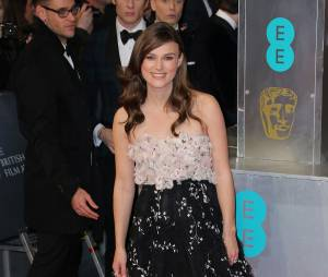 Keira Knightley enceinte sur le tapis-rouge des BAFTA le 8 février 2015 à Londres