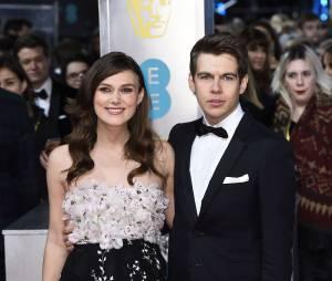 Keira Knightley enceinte et son mari sur le tapis-rouge des BAFTA le 8 février 2015 à Londres