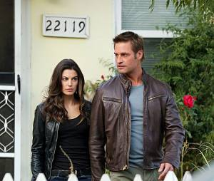 Intelligence : Josh Holloway et Meghan Ory sur une photo