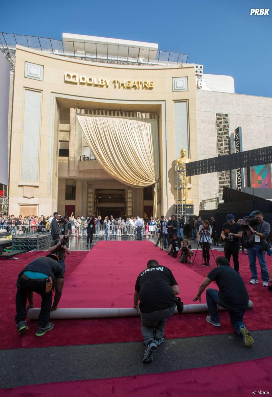 Oscars 2015 : à l'entrée du Dolby Theatre, le tapis rouge est séparé en deux