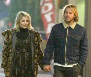 Dianna Agron main dans la main avec un beau blond, le 19 février 2015