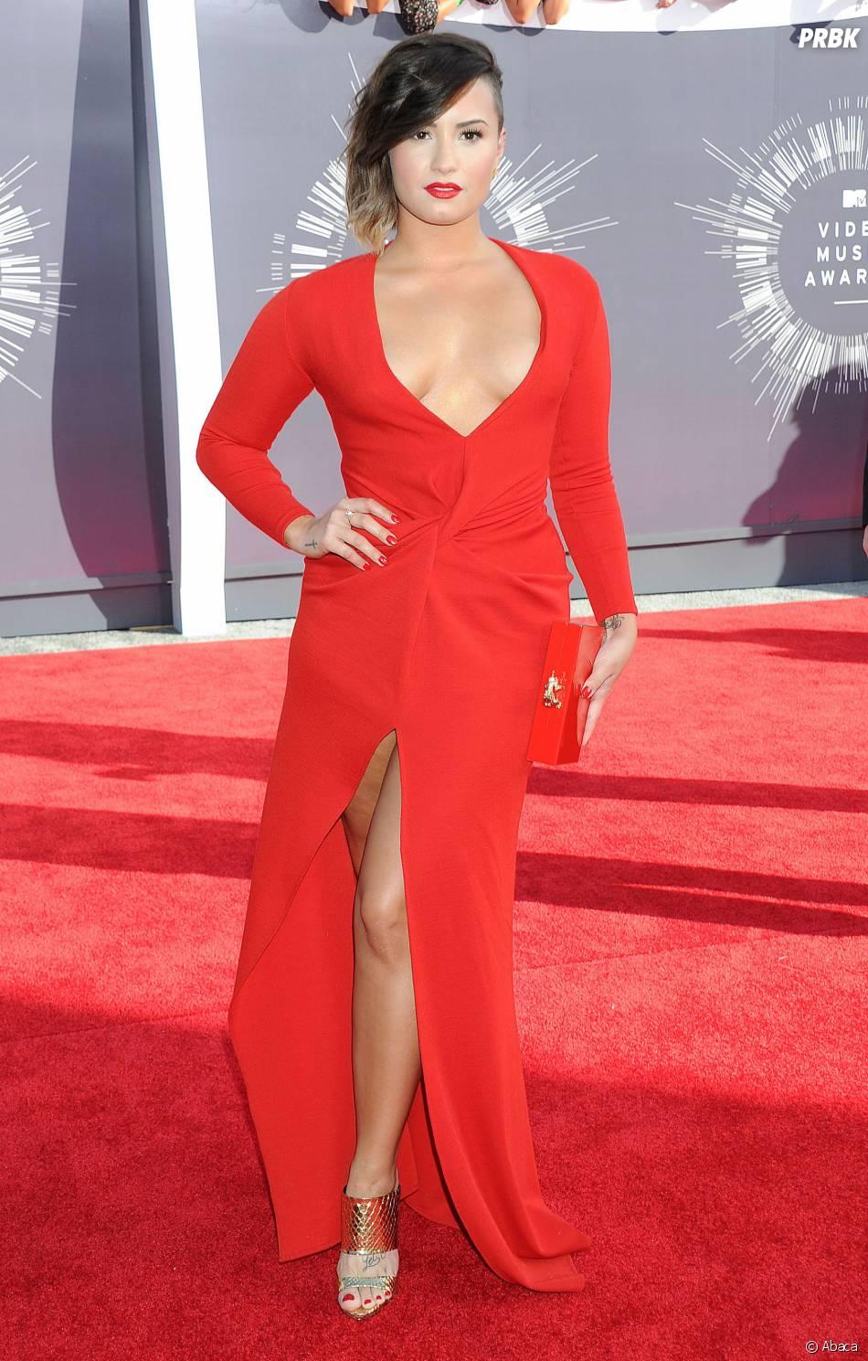 Demi Lovato sexy et décolletée aux MTV Video Music Awards 2014