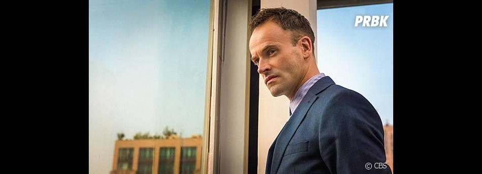 Elementary saison 3 : Jonny Lee Miller sur une photo