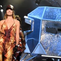 Joy Esther transparente et Lucie Lucas sexy pour un défilé de la Paris Fashion Week