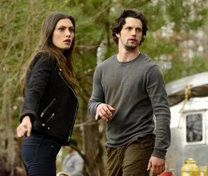 The Originals saison 2, épisode 16 : Hayley (Phoebe Tonkin) et Jackson (Nathan Parsons) sur une photo