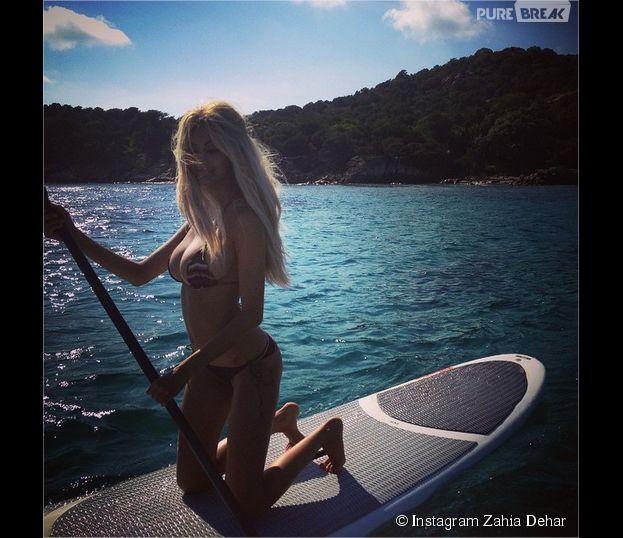Zahia Dehar sexy en bikini pour son retour sur Instagram