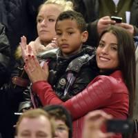 M. Pokora et Scarlett Baya en couple devant la défaite des Bleus au Stade de France