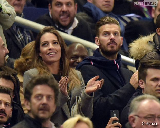 M. Pokora et Scarlett Baya en couple dans les tribunes du Stade de France pour le match amical France-Brésil, le 26 mars 2015