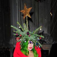 Lady Gaga fête ses 29 ans : viande, sapin... retour sur ses looks les plus extravagants