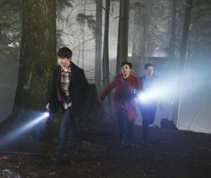 Once Upon a Time saison 4, épisode 18 : Once Upon a Time saison 4, épisode 18 : David (Josh Dallas), Mary-Margareth (Ginnifer Goodwin) et Henry (Jared Gilmore) sur une photo
