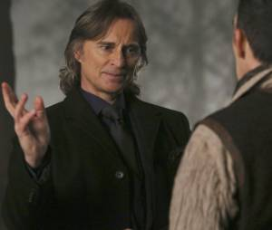 Once Upon a Time saison 4, épisode 18 : Rumplestiltskin (Robert Carlyle) sur une photo