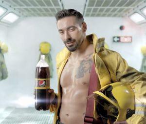 Ezequiel Lavezzi pompier sexy dans une pub Pepsi