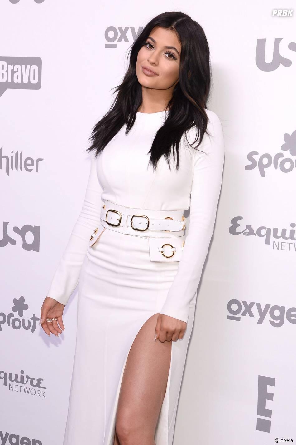 Kylie Jenner en robe fendue sur le tapis rouge, le 14 mai 2015 à New York