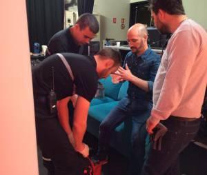 Cartman soigné par un pompier après s'être coupé le doigt dans Show ! Le Matin, le 27 mai 2015