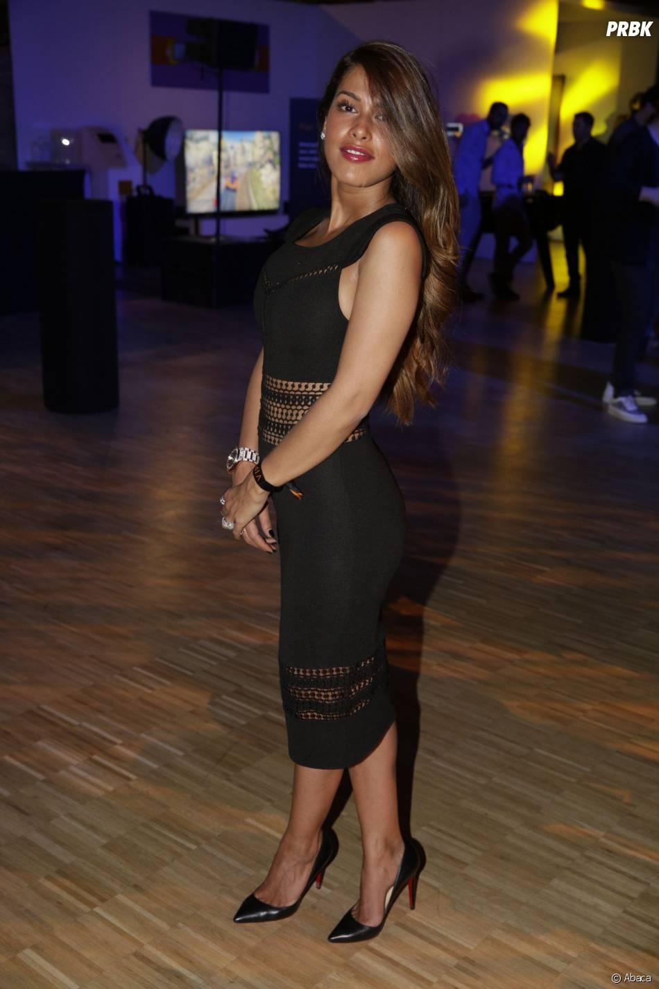 Ayem Nour sexy en robe noire à la soirée du concours Orange des Jeunes Designers le 4 juin 2015 à Paris