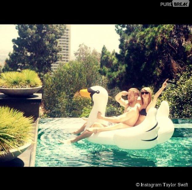 Taylor Swift et Calvin Harris en couple dans une piscine, le 10 juin 2015
