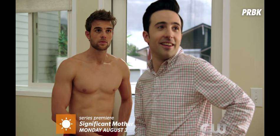 Significant Mother : Nathaniel Buzolic (The Vampire Diaries) torse-nu dans le teaser