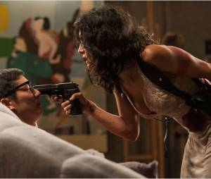 Everly : Salma Hayek sort les armes