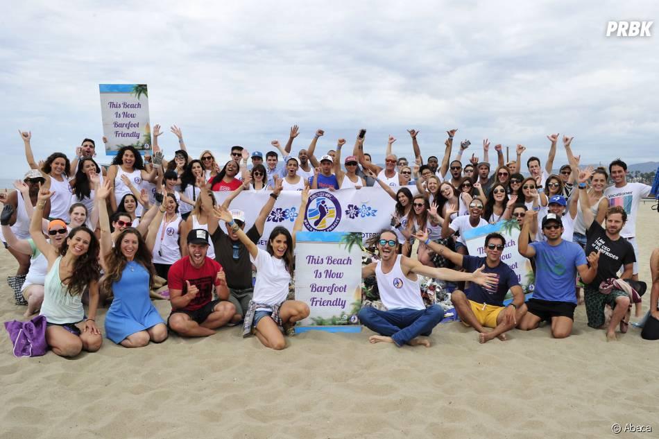Nikki Reed bien entourée pour nettoyer une plage à Santa Monica le 18 juillet 2015