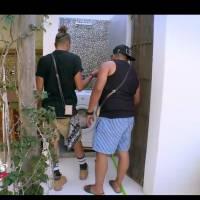 Eddy et Kamel (Les vacances des Anges All Stars) face à... une machine à laver