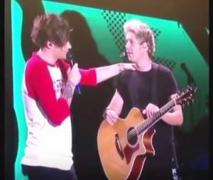 Niall Horan se confie sur sa blessure au pied, le 5 septembre 2015 à Montreal pendant un concert de One Direction