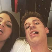 Selena Gomez en couple avec Charlie Puth ? Elle répond sur Twitter