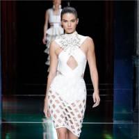 Kendall Jenner & Gigi Hadid sexy pour Joe Jonas et Travis Scott au défilé Balmain de la Fashion Week