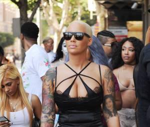 Amber Rose se promène en lingerie pour la SlutWalk le 3 octobre 2015 à Los Angeles