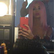 Nabilla Benattia : après le brun, les cheveux roses pour un nouveau projet