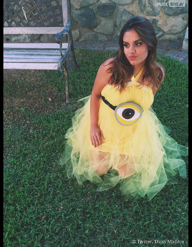 Après un pari, elle porte une robe Minion à son bal du lycée