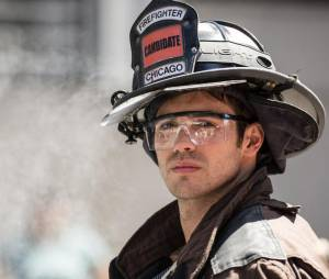 Steven R. McQueen (The Vampire Diaries) sexy dans Chicago Fire