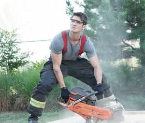 Steven R. McQueen (The Vampire Diaries) sexy en pompier dans Chicago Fire