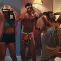 Zac Efron (presque) nu et ultra musclé dans la bande-annonce de Dirty Grandpa