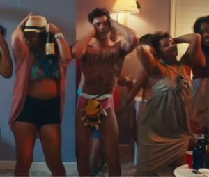 Zac Efron (presque) nu et ultra musclé dans la bande-annonce de Dirty Grandpa avec Robert De Niro, au cinéma début 2016