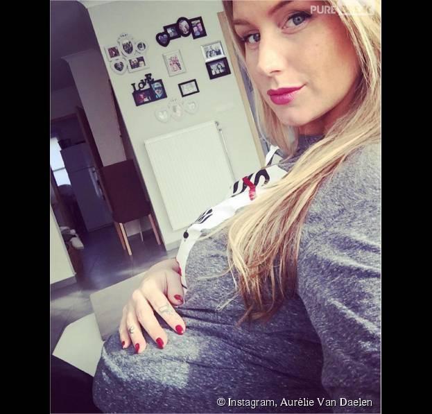 """Aurélie Van Daelen enceinte et """"épuisée"""" : ses confidences sur sa grossesse"""