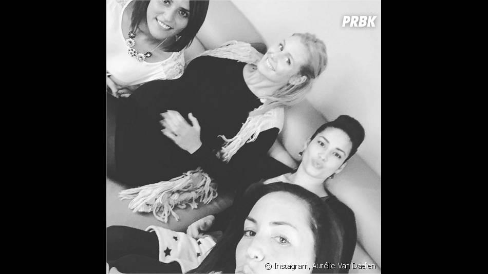 Aurélie Van Daelen entourée de ses amies pour sa baby shower