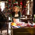 The Vampire Diaries saison 7, épisode 9 : Candice Accola (Caroline) sur une photo